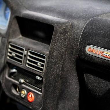 Geflockt Peugeot 106 dashboard